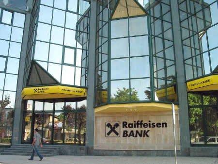 Raiffeisen Bank сокращает активы